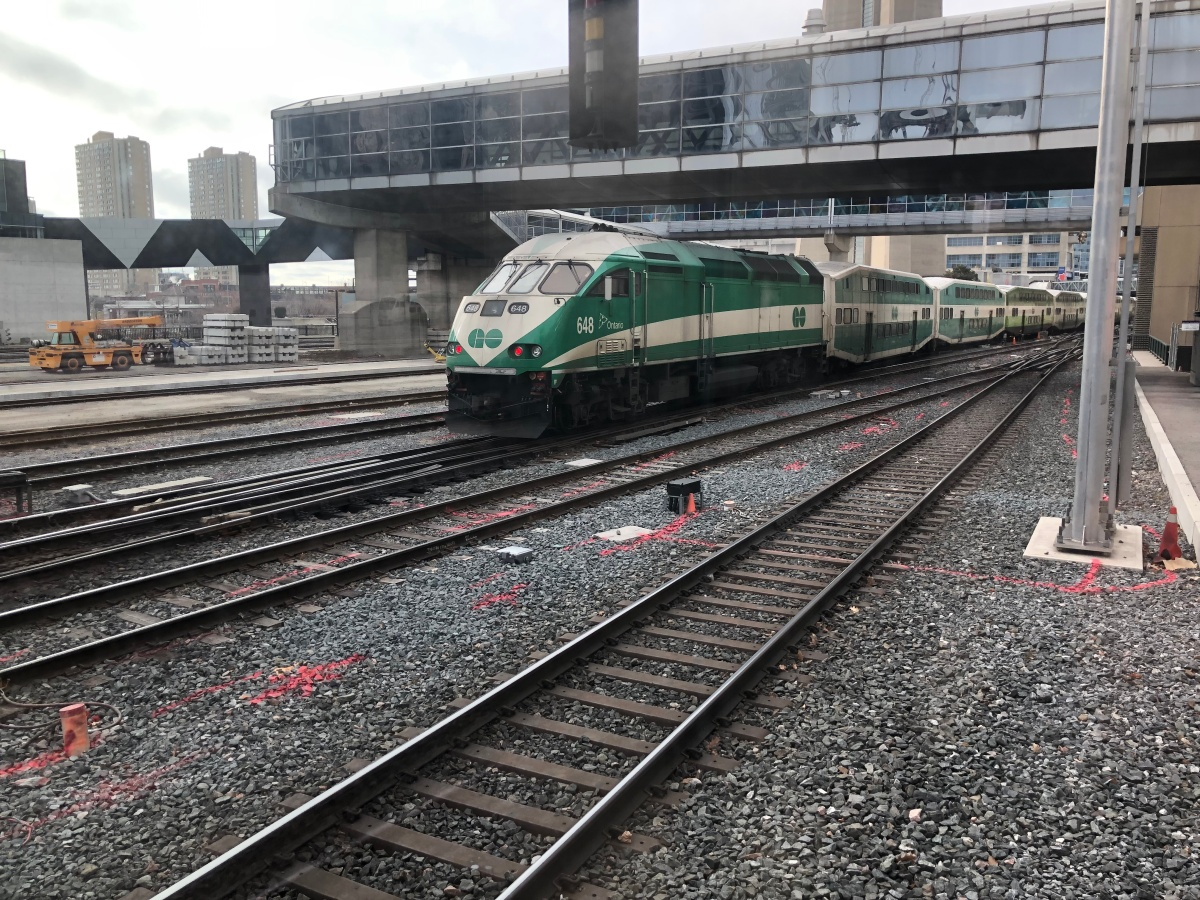Metrolinx transit officers pull Toronto man from tracks on Christmas Day